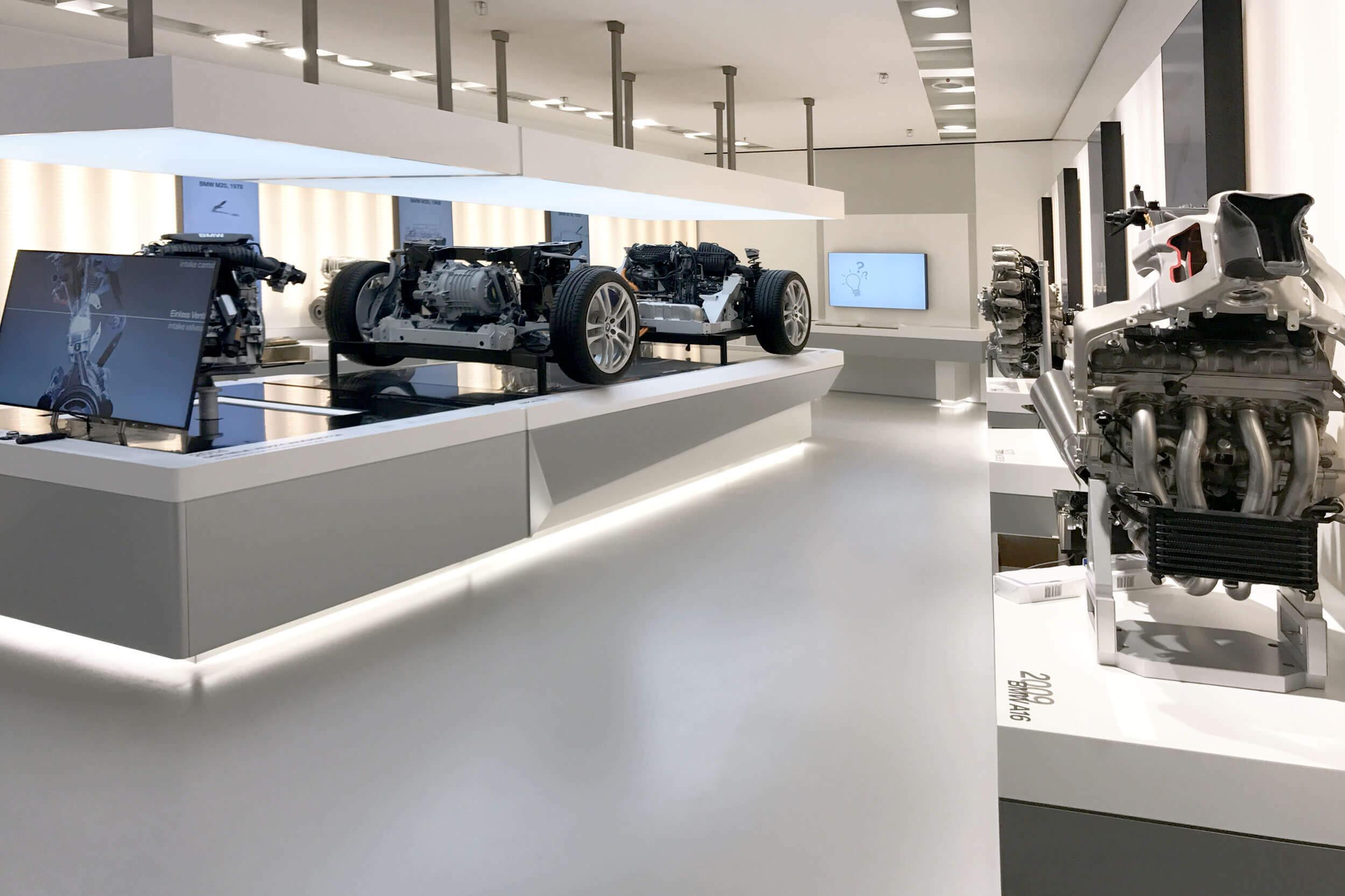 BMW Motor Exponate im BMW Museum