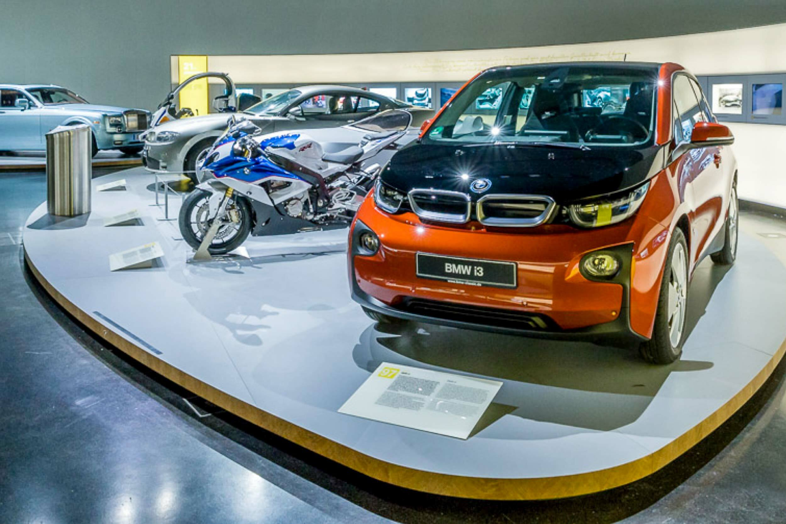 Ein BMW i3 Exponat im BMW Museum