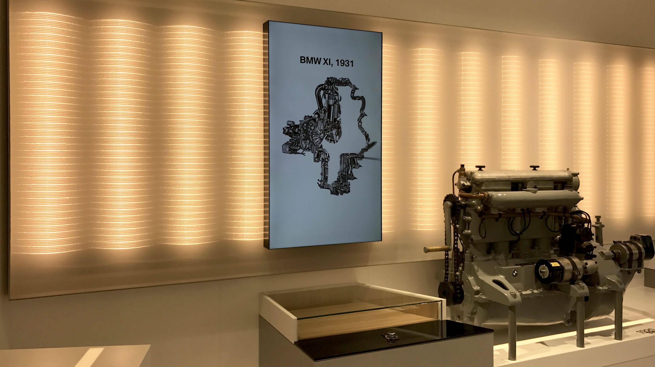Historisches BMW Motor Exponat des BMW XI