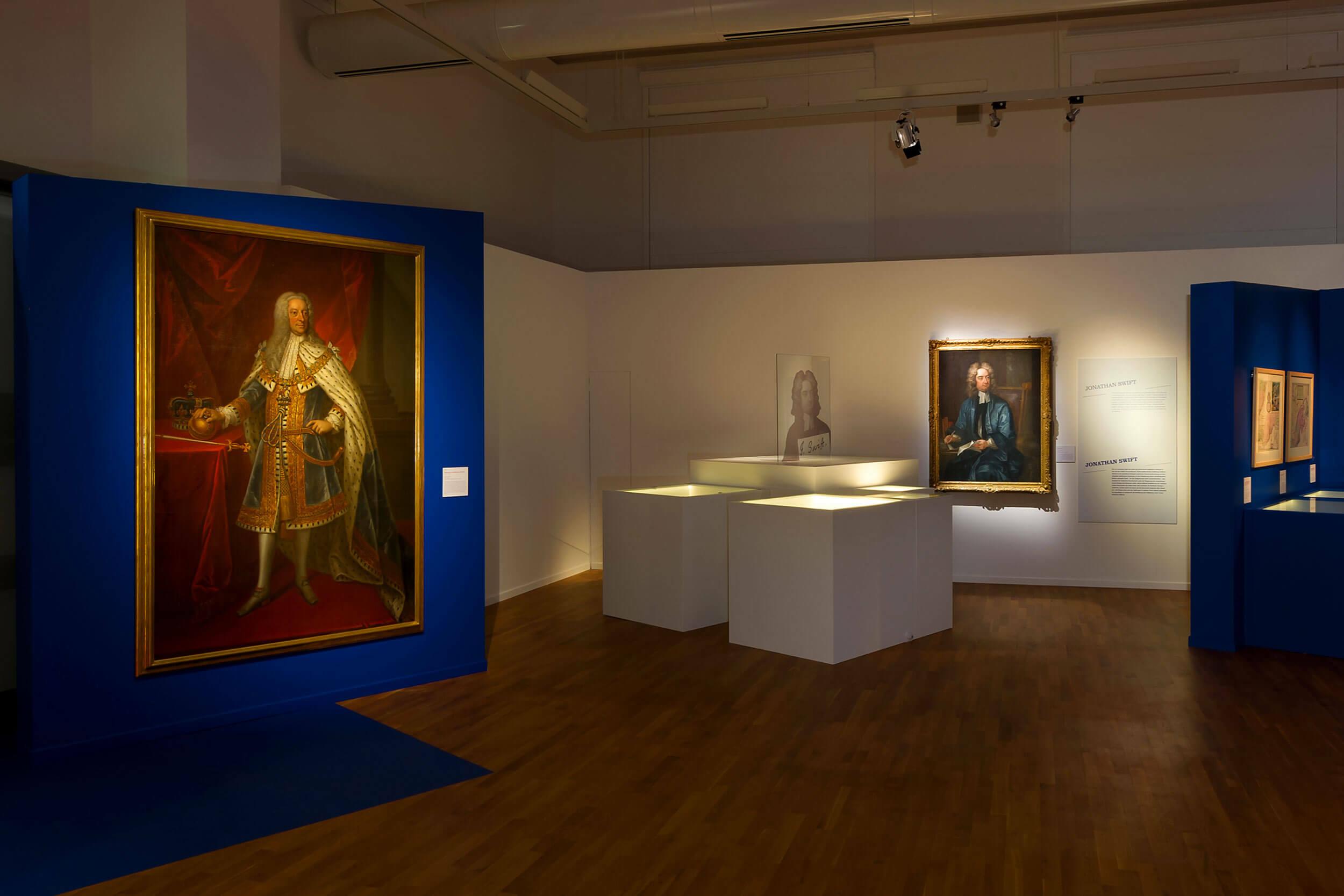 Historische Ausstellungsstücke und Gemälde