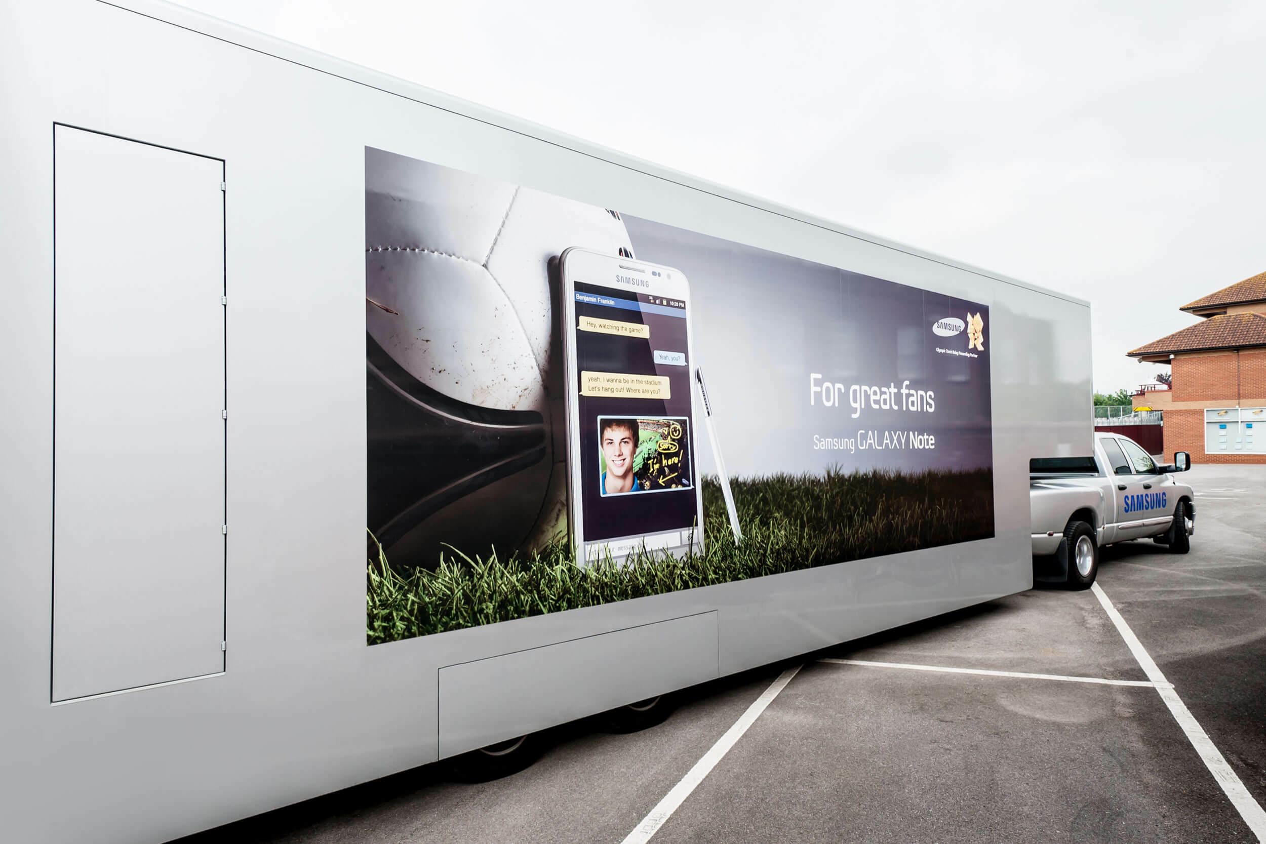 Samsung Anzeige auf einem Transporter